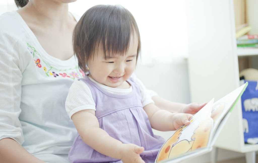 child reading image